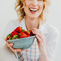 laughing-with-strawberries-food-and-mood-how-to-eat-to-beat-depression-by-healthista